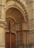 Deur op de kathedraal in Palma Stock Afbeelding
