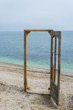 Deur op het strand Royalty-vrije Stock Foto's
