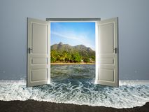 Deur open aan het strand Royalty-vrije Stock Foto