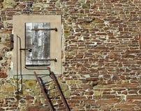 Deur in steenmuur Stock Foto