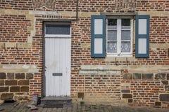 Deur van een oud huis bij de Vlierbeek-abdij in Leuven Stock Afbeelding