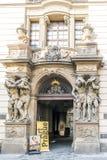Deur van Toy Museum in het paleis schelpdier-Gallasuv op Husova Royalty-vrije Stock Fotografie