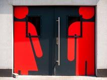 Deuren aan het toilet met tekens van mannetje en wijfje Royalty-vrije Stock Foto