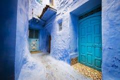 Deuren en een venster in de stad van Chefchaouen, in Marokko Royalty-vrije Stock Afbeeldingen