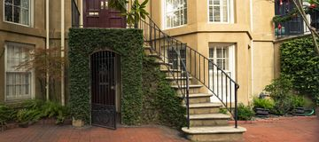 Deuren en ingangen toneel, unieke, oude, versierde architectuur Royalty-vrije Stock Foto's