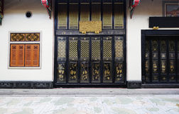 Deuren en venster in Chinese tempelfoto Royalty-vrije Stock Foto's