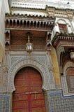 Deuren met ornamenten in oude Fes worden verfraaid die stock fotografie