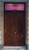 202 deuren met roze lichten Royalty-vrije Stock Foto