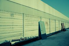 Deuren op de muur stock fotografie