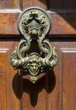 Deurknop van prins Vlad Impaler in zemelenkasteel in Roemenië stock afbeeldingen