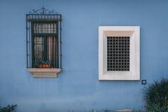 Deuropeningen en ingangen in Antigua Guatemala stock foto's