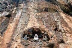 Deus chinês na montanha do penhasco perto de Dragon Gate fotos de stock