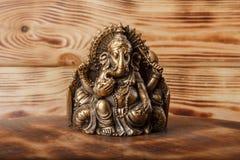 Deus de Ganesha no fundo de madeira fotografia de stock royalty free