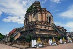 Deus do budismo do templo de Tailândia da Buda de Wat Chedi Luang Chiang Mai imagem de stock