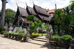 Deus do budismo do templo de Tailândia da Buda de Wat Chedi Luang Chiang Mai imagem de stock royalty free