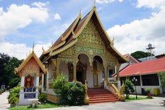 Deus do budismo do templo de Tailândia da Buda de Wat Chedi Luang Chiang Mai foto de stock royalty free
