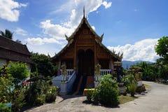 Deus do budismo do templo de Tailândia da Buda de Wat Phra Singh Chiang Mai foto de stock royalty free
