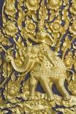 Deus do ouro no elefante do ouro Imagens de Stock