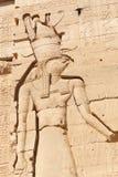 Deus egípcio Horus no templo do Isis Philae em Aswan, Egito fotos de stock