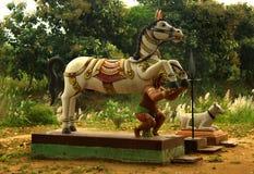 Deus indiano da vila da estátua corajoso do homem do cavalo imagem de stock royalty free