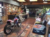 DEUS Motorbike Shop e café fotografia de stock royalty free
