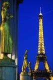 Deusa com torre Eiffel fotografia de stock