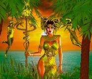 Deusa da serpente Uma mágica, deusa da serpente da fantasia está na frente do mar e do por do sol Imagens de Stock Royalty Free