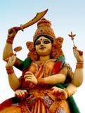 Deusa hindu Durga com as armas para matar o demônio em um templo foto de stock