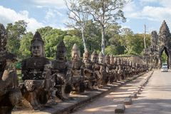 Deuses da porta sul de Angkor Thom, Camboja fotografia de stock royalty free