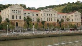 Deusto大学在Nervion河岸的在毕尔巴鄂,古典建筑 股票视频