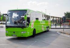 Deutsch-MERCEDES-BENZbus vom flixbus stockbild