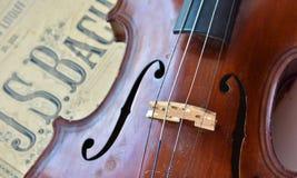 Deutsche alte Violine und Anmerkungen Stockbild