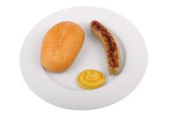 Deutsche Bratwurst mit Brötchen und Senf Stockbilder