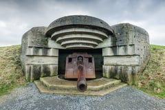 Deutsche Bunker und Artillerie in Normandie, Frankreich stockfotos