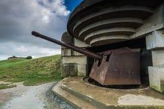 Deutsche Bunker und Artillerie in Normandie, Frankreich lizenzfreie stockbilder