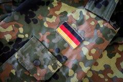 Deutsche Flagge auf deutscher Militärjacke Stockbild