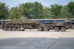 Deutsche Hochleistungstraktoreinheit SLT 50 Elefant und Behältertransporter Lizenzfreies Stockbild