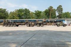 deutsche Hochleistungstraktoreinheit SLT 50 Elefant und Behältertransporter am Tag der offenen Tür in Kaserne Burg Stockfoto