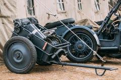 Deutsche Militärmunition Deutsche Infanterie karren oder Handkarre Infanteriekarren IF8 und Kanister des Weltkriegs WW II lizenzfreie stockfotografie