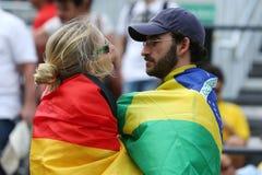 Deutsche und brasilianische Sportfreunde während des Rios 2016 Olympische Spiele am Olympiapark Lizenzfreies Stockfoto