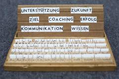 Deutsche Wörter: Anleitung von Erfolg Ziel Lizenzfreie Stockfotos