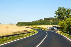 Deutscher Autobahn in den bayerischen Alpen Stockbilder