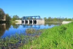 Deutscher baute Verdammung und Schleusentoren Sesupe auf dem Fluss wieder auf Lizenzfreie Stockbilder