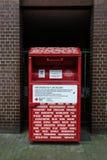 Deutscher Kleidungsspenden-Tropfenkasten des roten Kreuzes Lizenzfreie Stockbilder