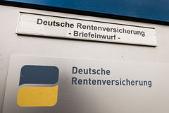 Deutscher Rentenversicherungsbriefkasten Stockfotos