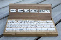 Deutscher Text: Zum Alles Gute ersten Schultag stockbild