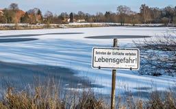 Deutscher Warnungs-Aufenthalt weg vom Eis Lizenzfreies Stockbild