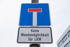 Deutsches aussichtloses StraßenVerkehrszeichen Stockfotografie