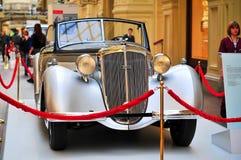 Deutsches Auto Horch 853 ausgestellt in der TURNHALLE in Moskau, Russland Lizenzfreie Stockbilder
