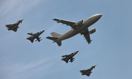 Deutsches Militär planiert und nimmt Jets auf Berlin-Flugschau in Angriff Lizenzfreie Stockfotografie